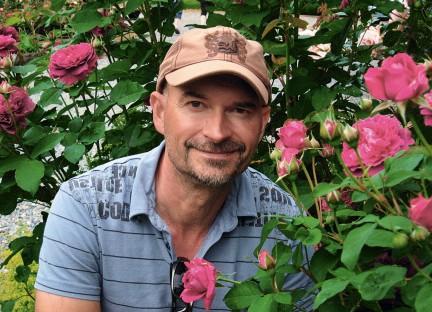 MONTECRISTO: Select Roses