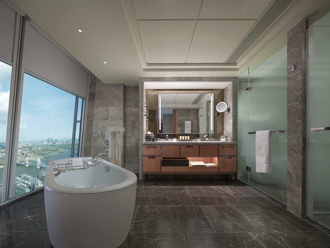 Shangri la hotel at the shard montecristo for Bathroom in room