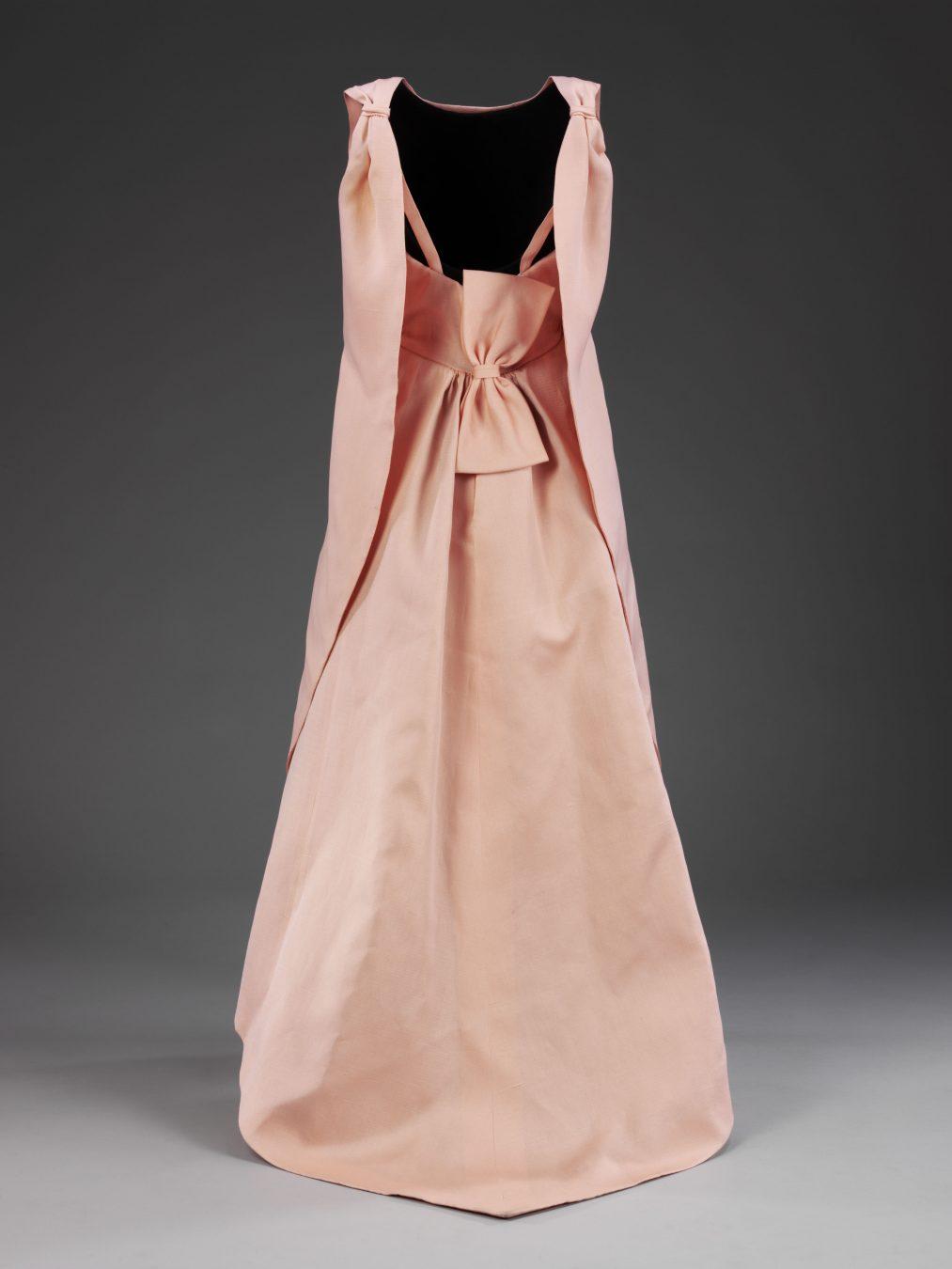 Balenciaga Shaping Fashion At The Victoria Albert Museum