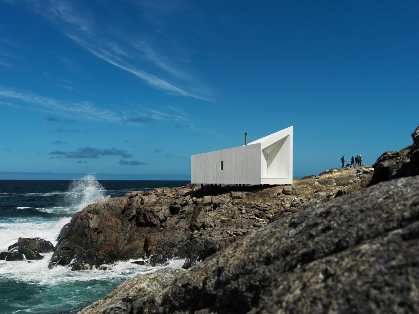 Stunning Minimalist Architecture that Blends Craftmanship and Nature