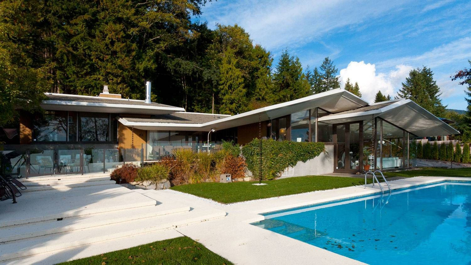 Ron Thom's 1962 Forrest House on Eyremount Drive in West Vancouver.