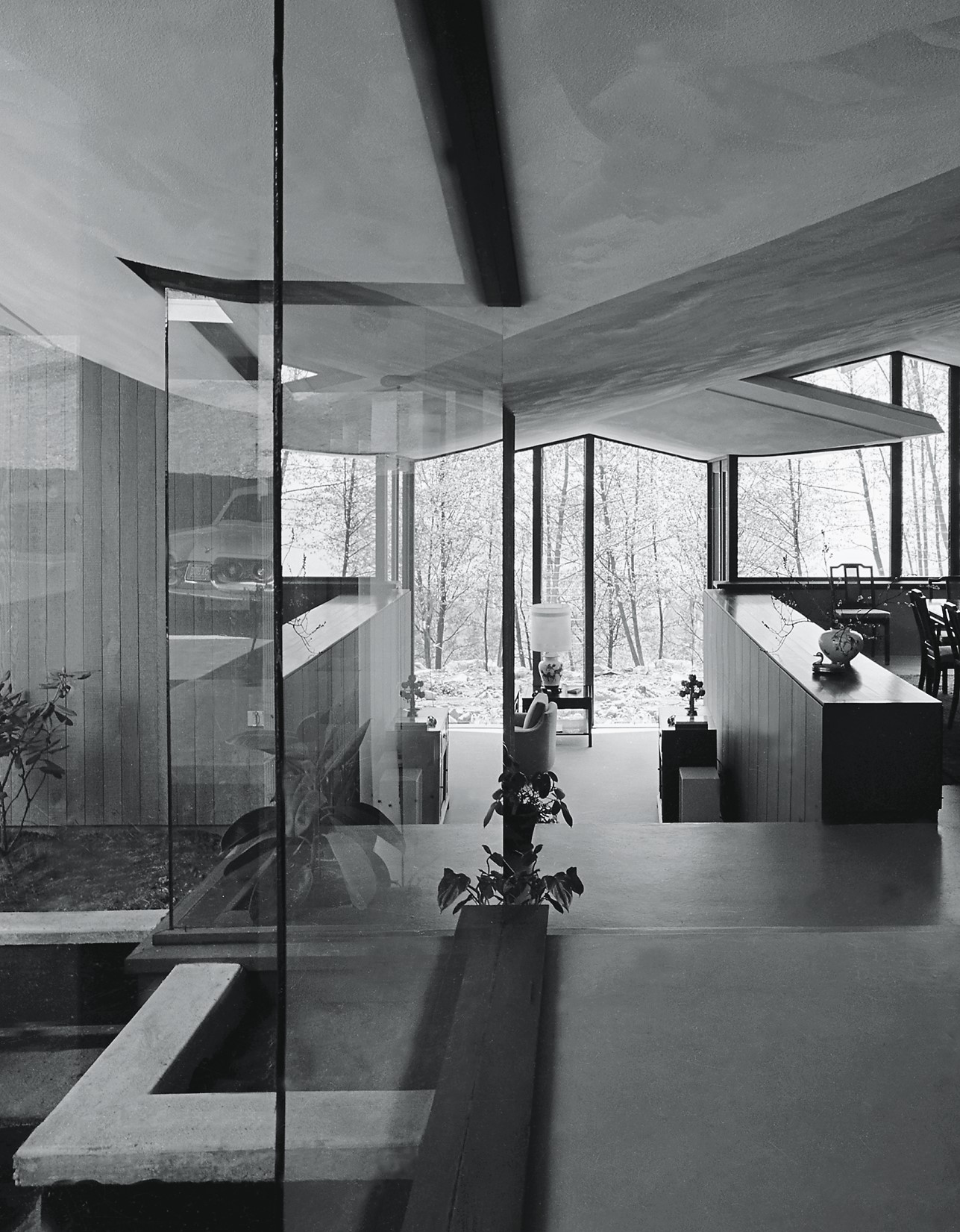 Forrest Residence interior, circa 1962. Photo by Selwyn Pullan/Courtesy of the West Vancouver Art Museum.