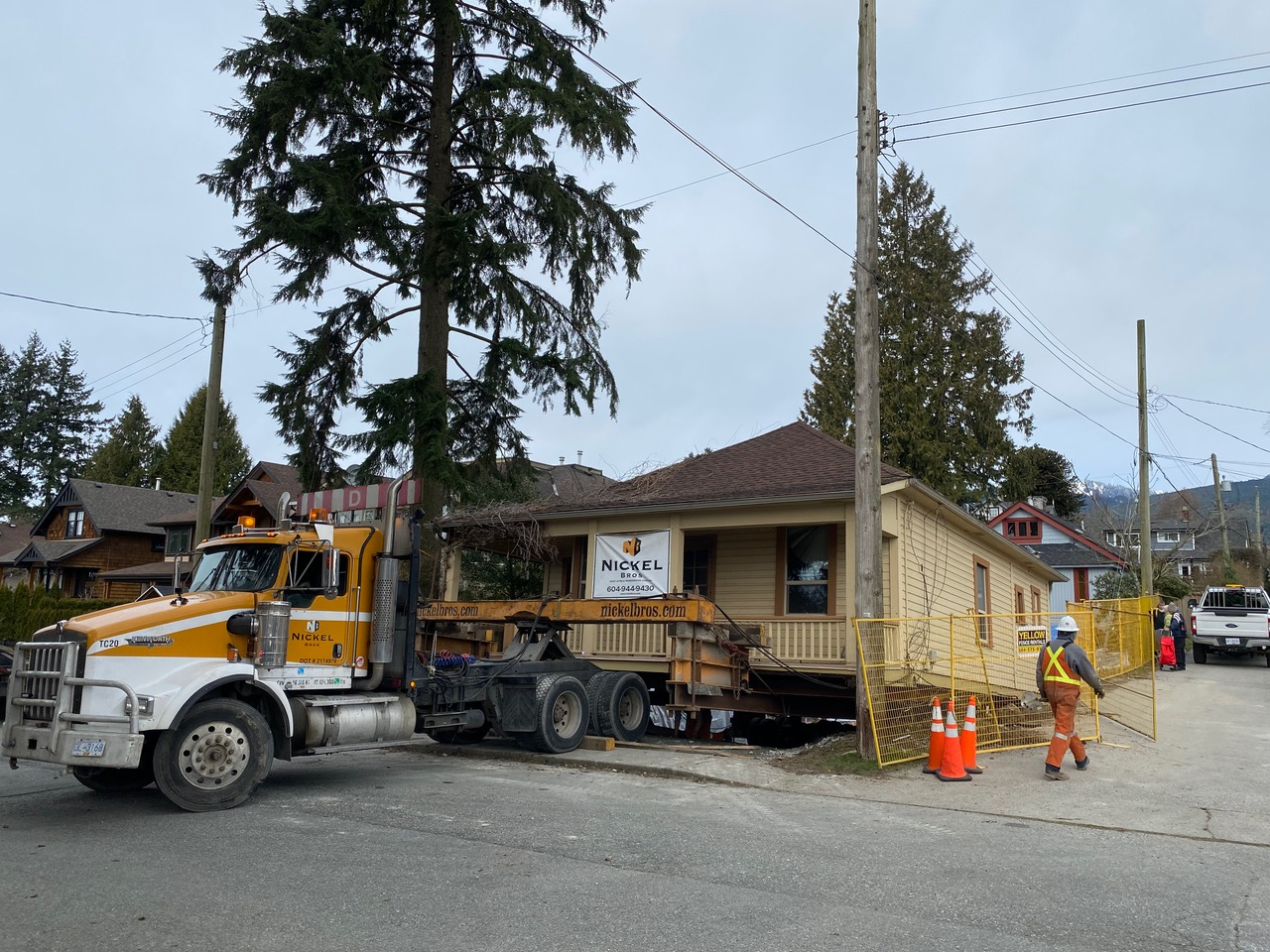 Truck moves heritage Copper Cottage