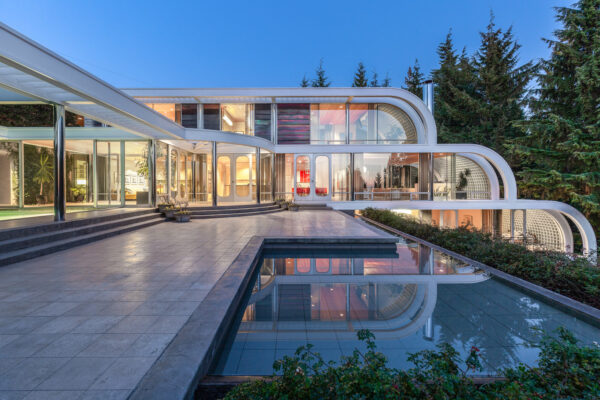 With Tiered Infinity Pools and Curved Steel, This West Vancouver Arthur Erickson Might Be His Most Fascinating Home